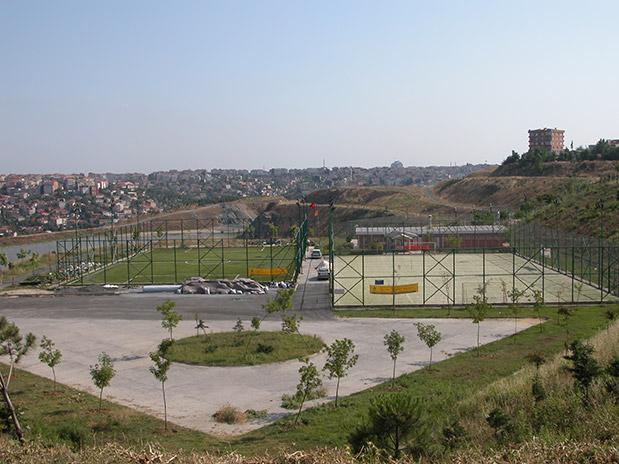 Avrupa Yakasında 8 Adet Halı Saha İle Kağıthane, Bayrampaşa ve Güngörendeki Futbol Sahalarının Sentetik Çim Yapım İşi